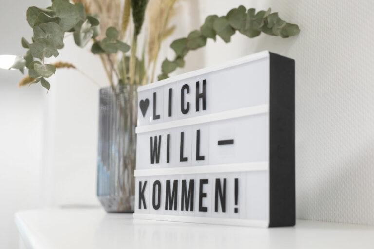 willkommensschild-anmeldung-praxis-am-heuchelhof